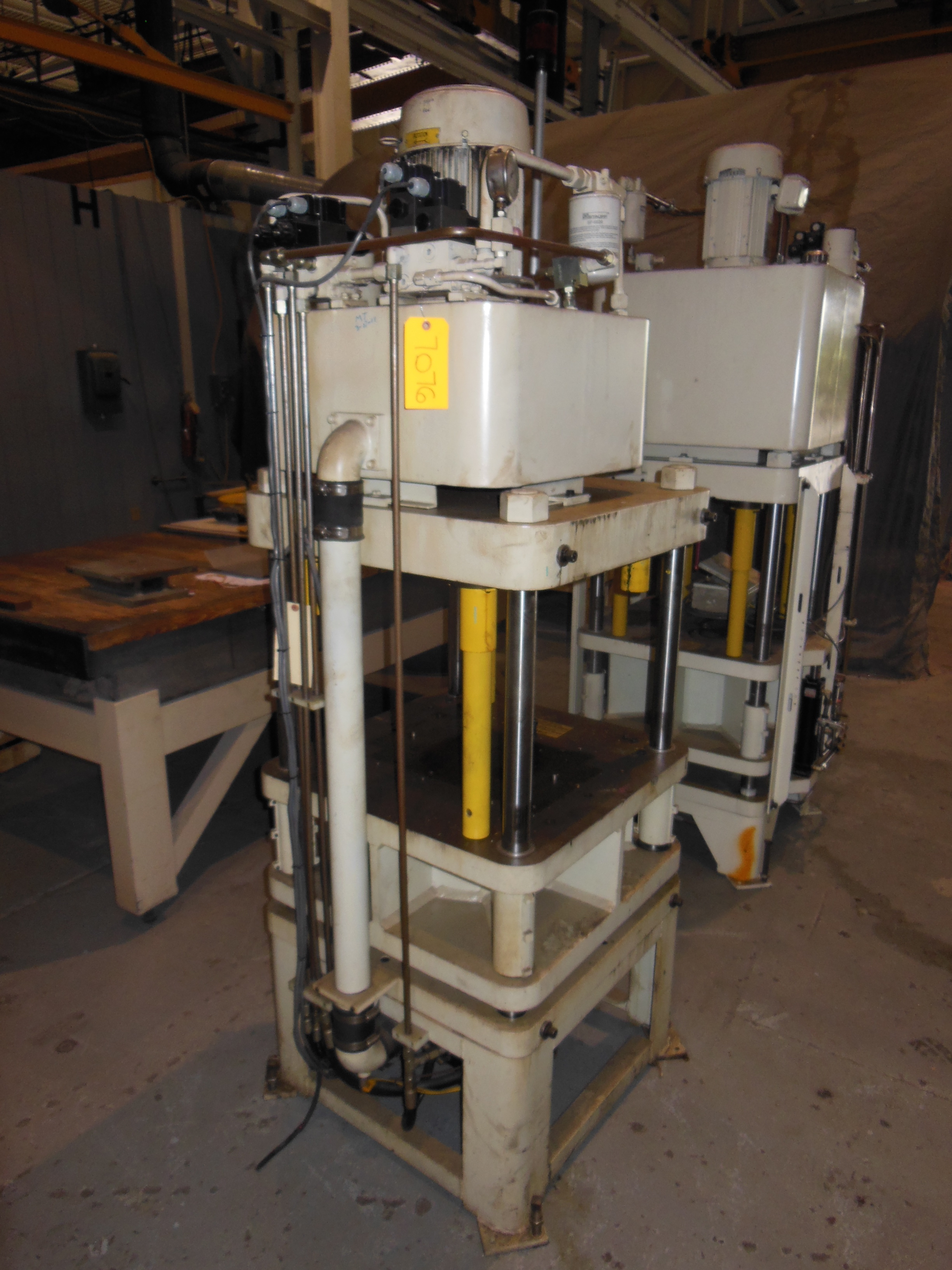 "40 TON FISHER DYNAMIC UP ACTING 4 POST PRESS, 14"" STR, 19"" DLO, 28"" X 28"" BA"