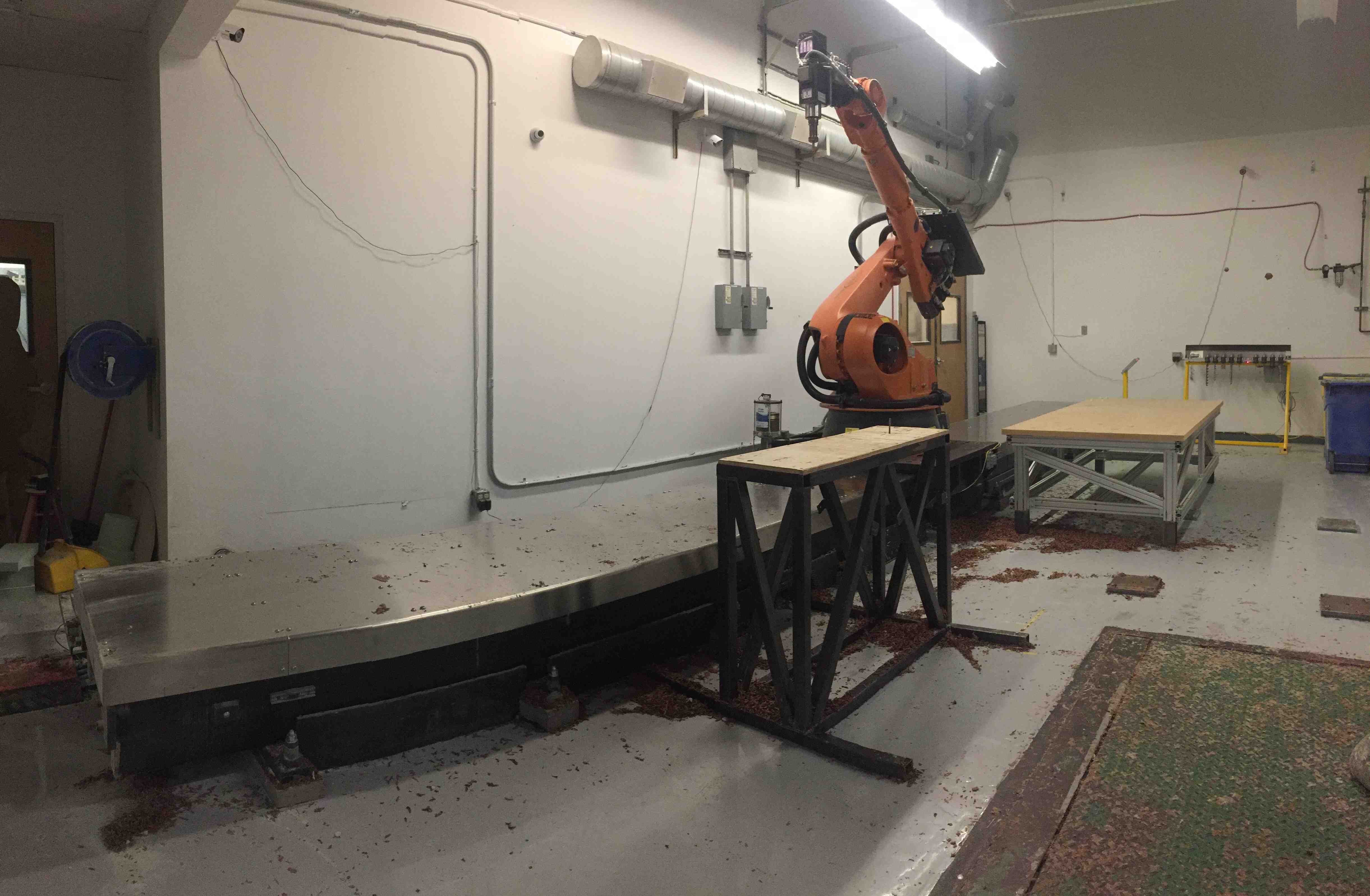 KUKA KR100L80HA ROBOT MILLING CELL, 6-AXIS ROBOT ON 26′ LINEAR RAIL, 10 POS. TOOL GARAGE, HIGH SPEED SPINDLE, YEAR 2011