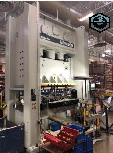 300 Ton Komatsu E2W300 Straight Side Press