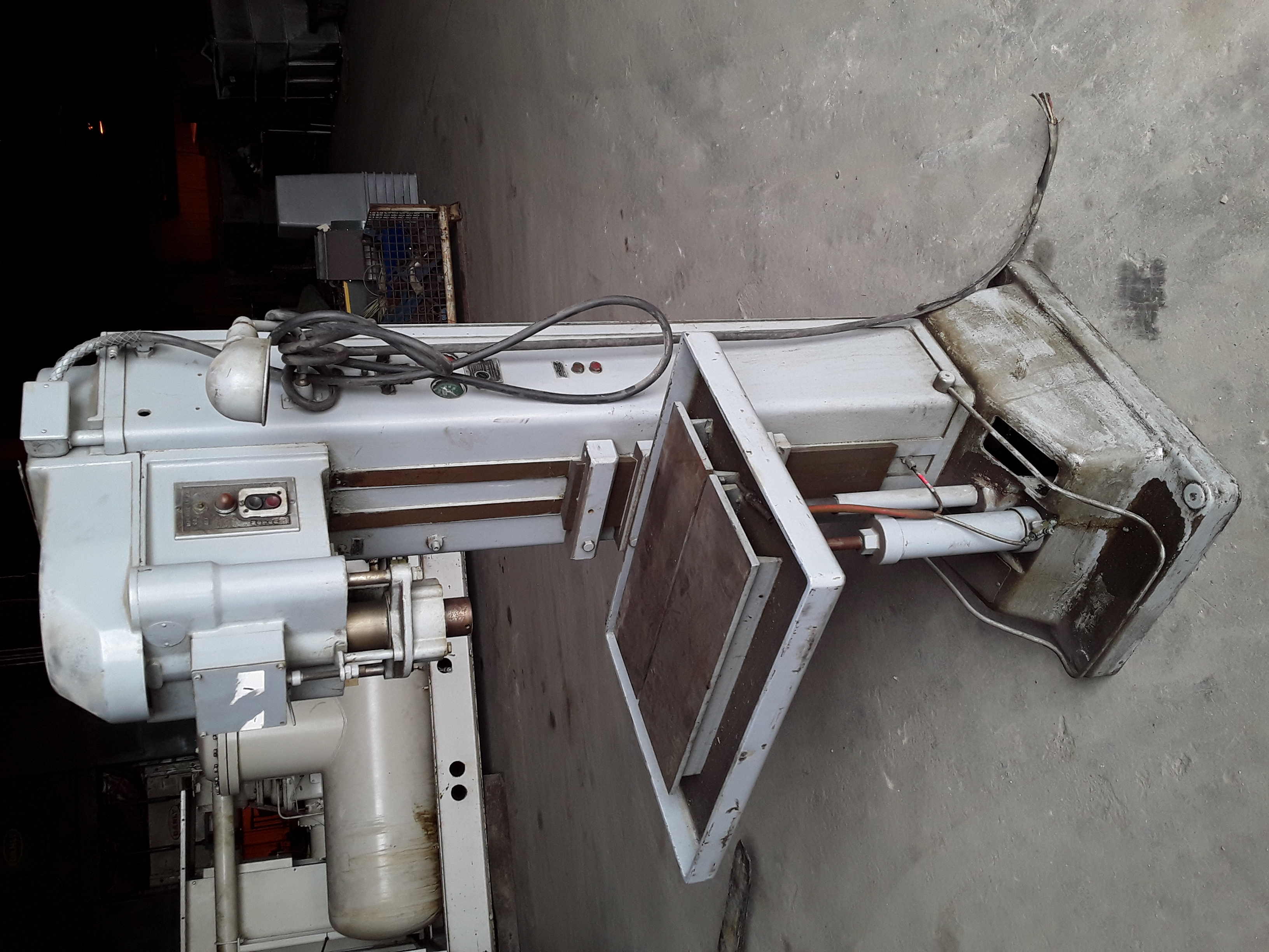 1 PREOWNED SNOW FLOOR STYLE TAPPING MACHINE, 1/2 in  CAPACITY, <br>MODEL 4TR, S/N 1495