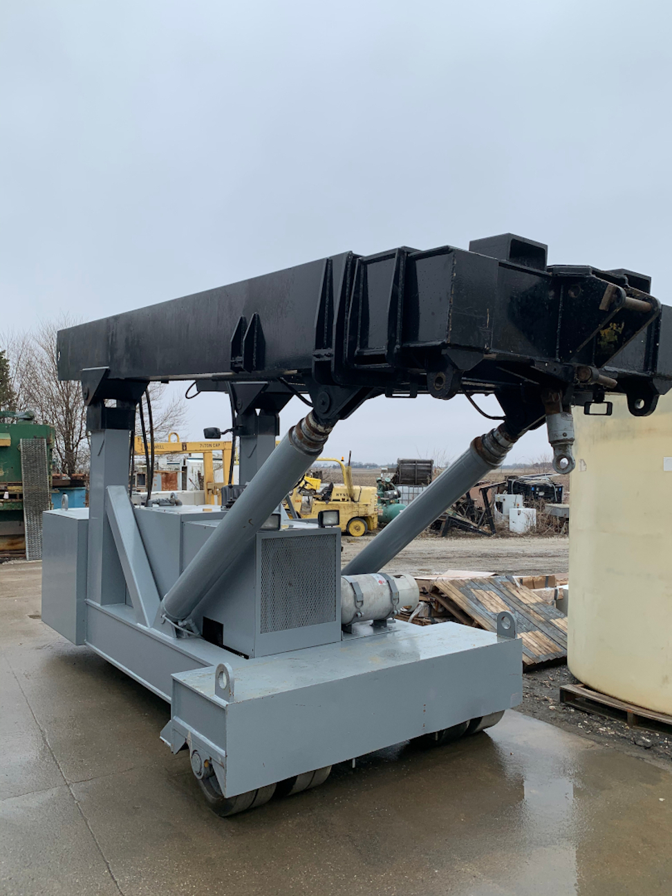(1) PREOWNED TWIN LIFT 34 TON LIFT WITH JIB CRANE EXT AND <br>FORK TRUCK JIBS, MODEL #: TWO 30, S/N: C10TWO30A 2