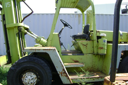 (1) PREOWNED CLARK FORKLIFT 25,000 LB NEUMATIC TIRES