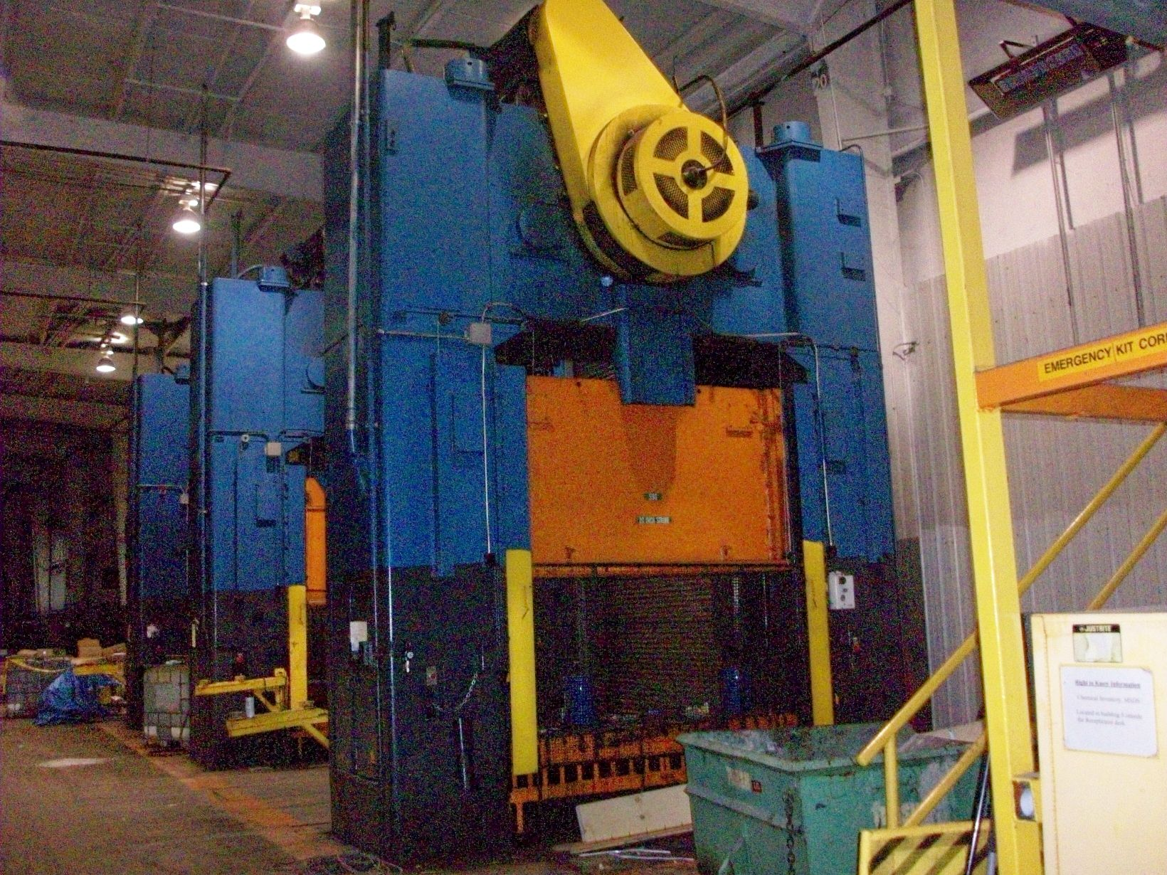 (1) PREOWNED 600 TON VERSON S.S.D.C. PRESS, MODEL SE2-600-<br>108-42, S/N 18918, YEAR 1965, WITH 42 in X108 in  T-SLOTTED BOLSTER <br>PLATE
