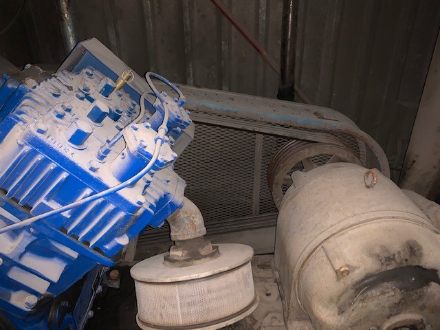(1) PREOWNED QUINCY AIR COMPRESSOR, V PISTON, MOUNTED <br>ON BASE, MODEL #: 5120, S/N: 850615L