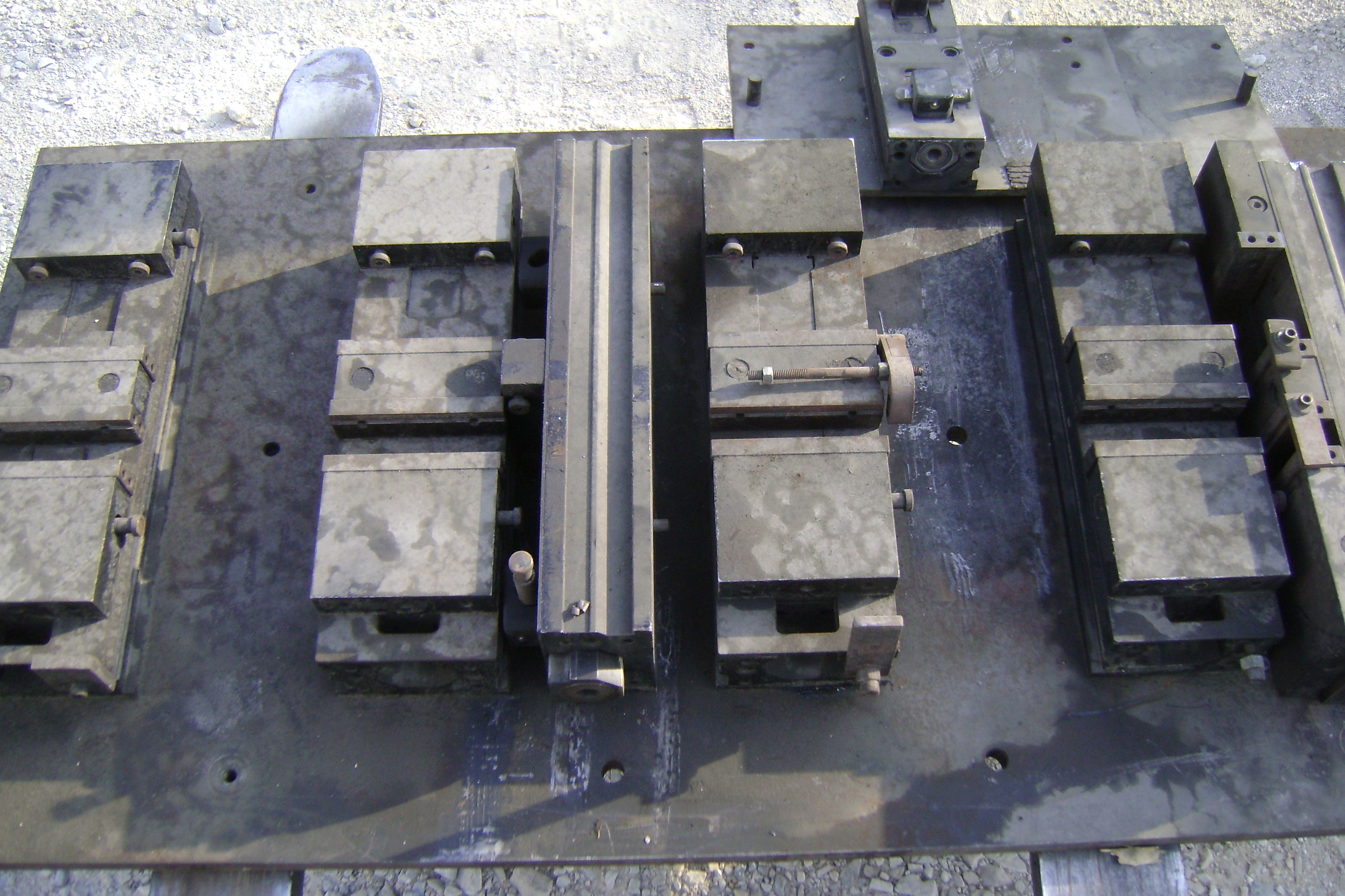 (1) PREOWNED CHICK TOOL DIE HOLDER