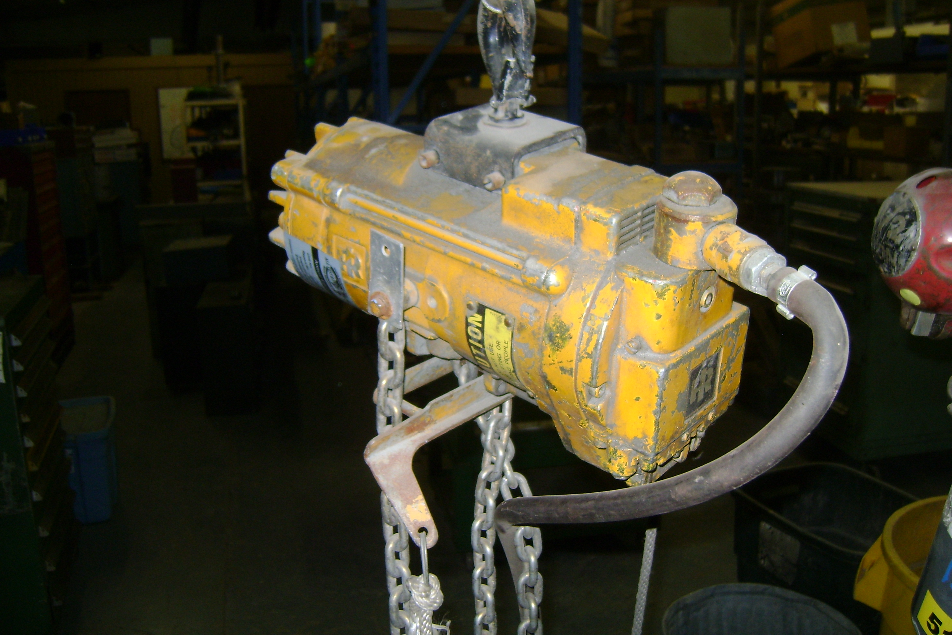 (1) PREOWNED INGERSOLL-RAND AIR CHAIN HOIST 1/2-TON, 90 <br>PSI, SN <br>rmd86961v