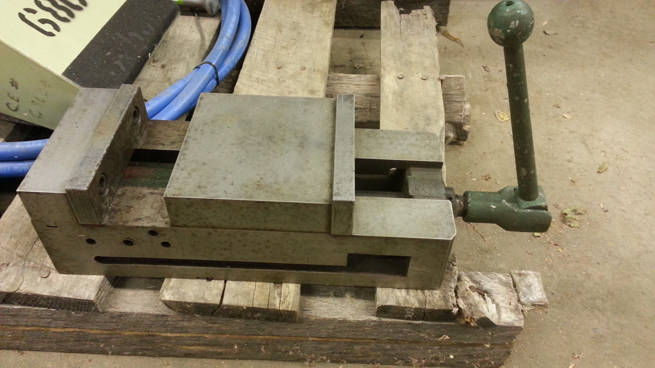 1 - PREOWNED MACHINE VISE, 6 in