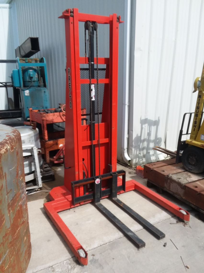 (1) PREOWNED PRESTO 2,000 LBS STRADDLE STACKER LIFT, MODEL #: PST 2127-50, S/N: 131640, YEAR: 1999