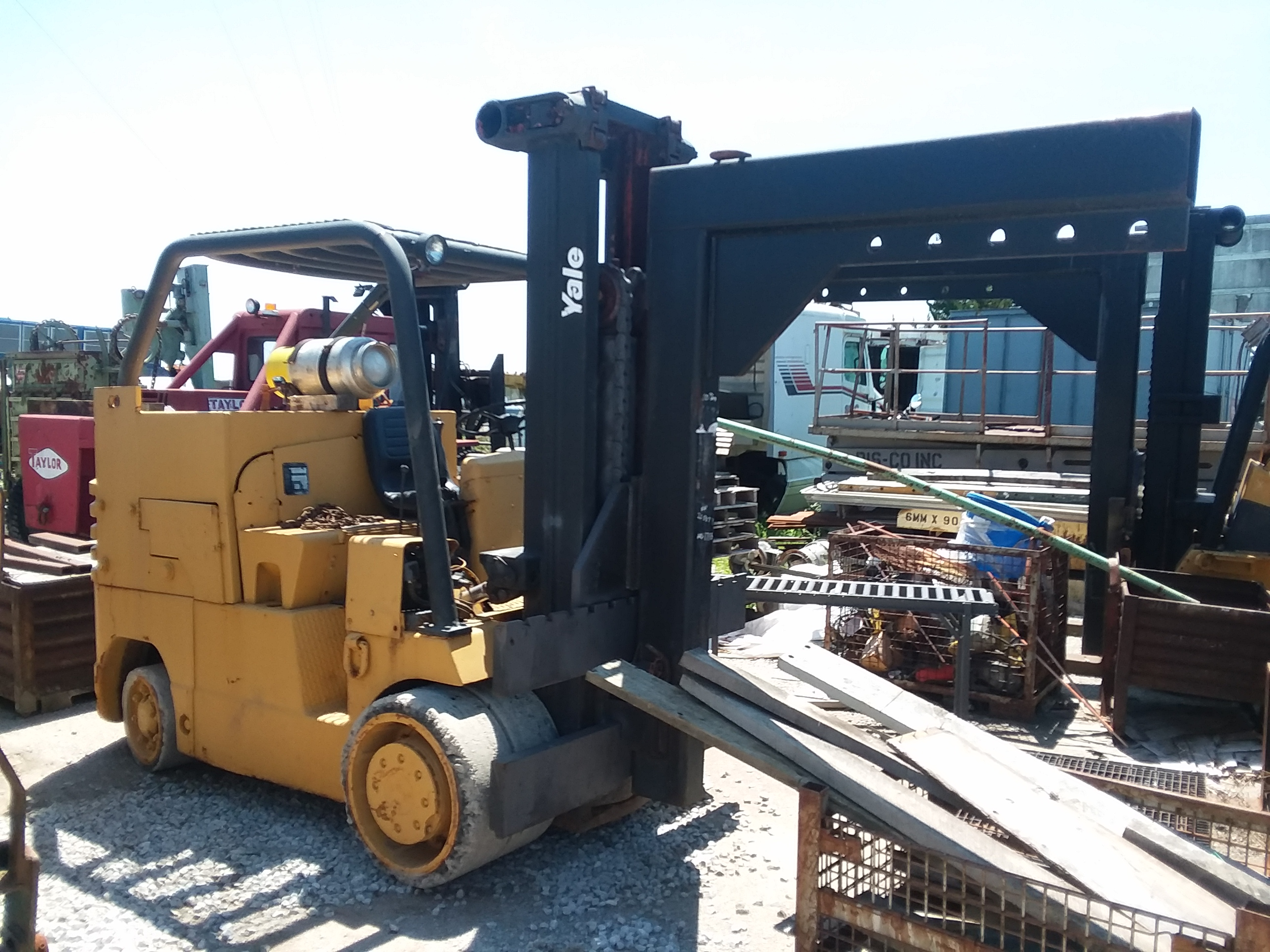 (1) PREOWNED YALE FORKLIFT, MODEL L5-220-MAS, S/N B205877