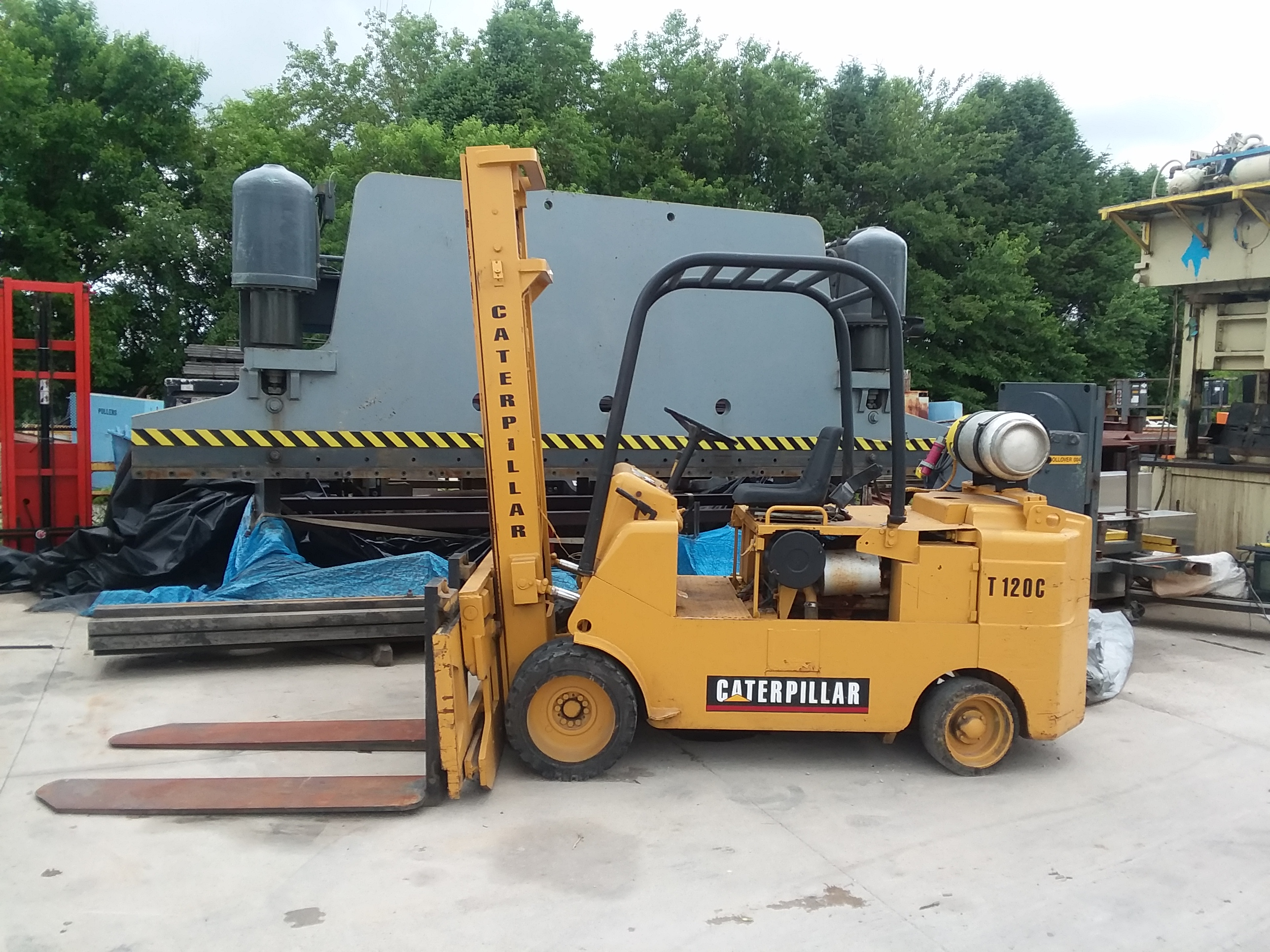 (1) PREOWNED CATERPILLAR 12,000 LBS FORKLIFT, MODEL T120C