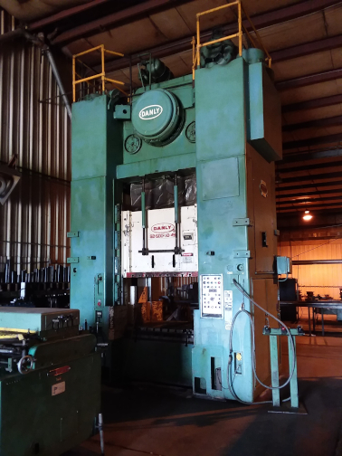 (1) PREOWNED DANLY STAMPING PRESS, MODEL S2-500-68-48, SN <br>72312301
