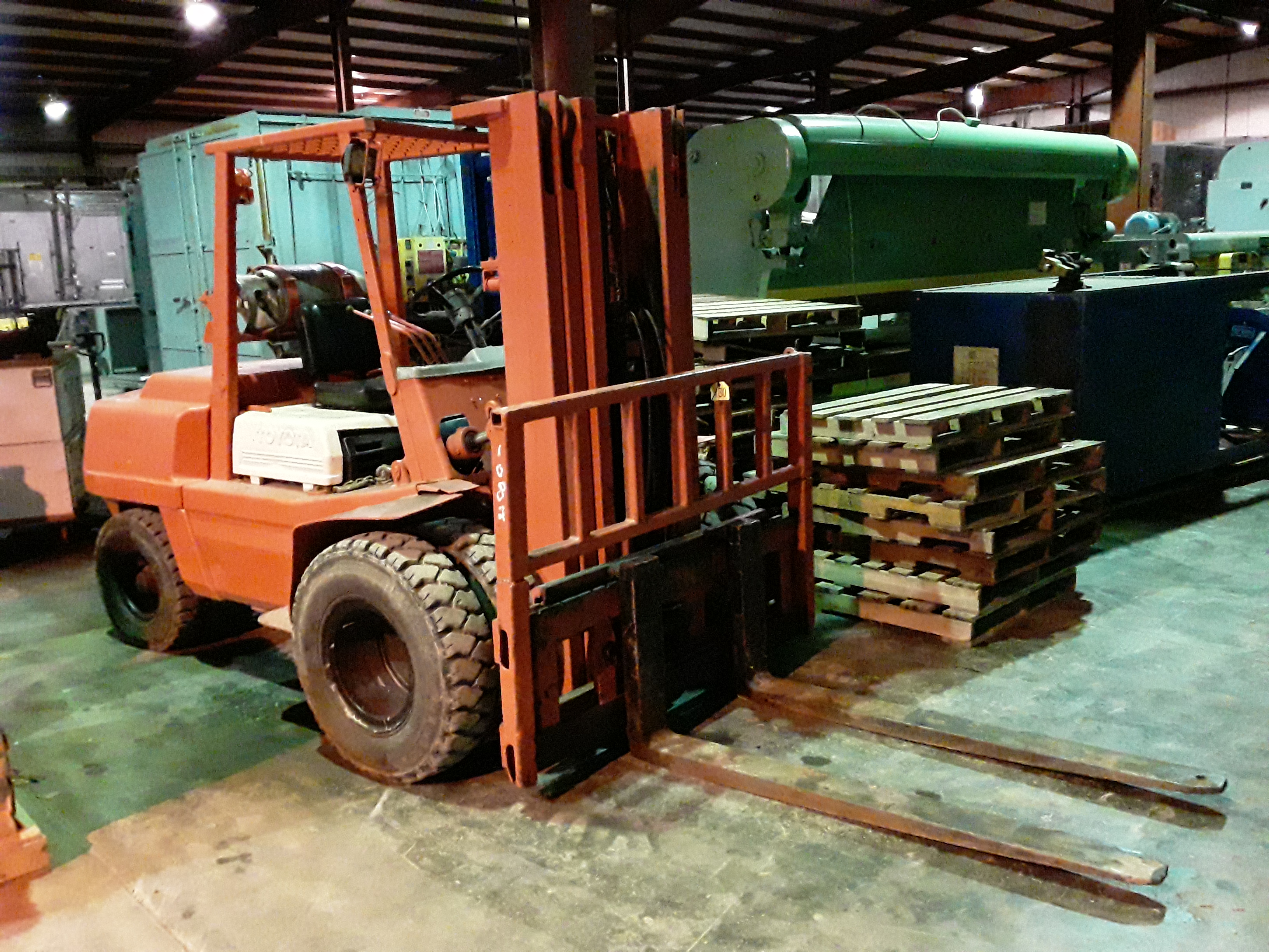 (1) PREOWNED TOYOTA FG45 8000# FORKLIFT LP