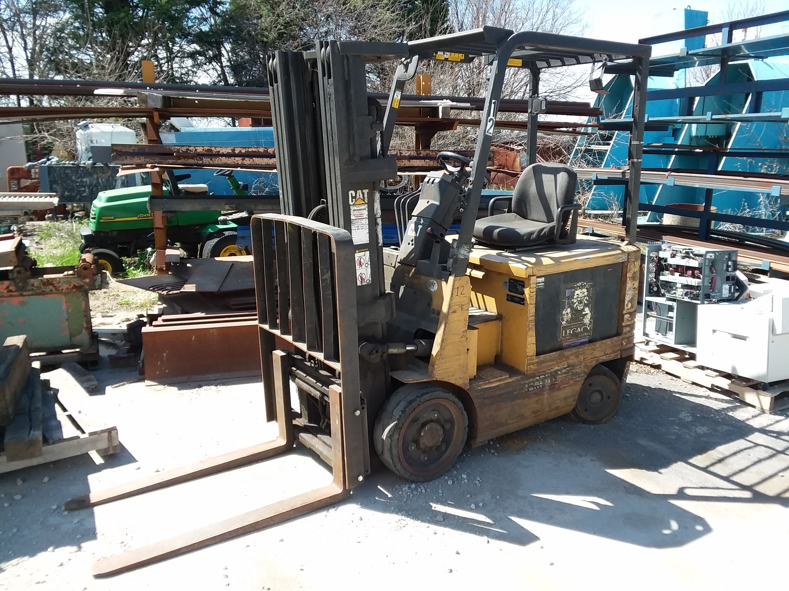 1 - PREOWNED CAT FORKLIFT 5000LBS, MODEL 2EC25, S/N <br>A2EC262313