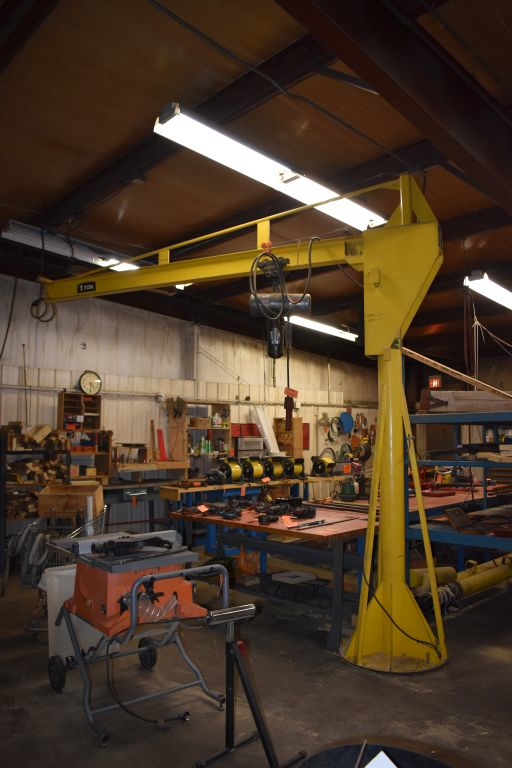 1 - PREOWNED 360 DEGREE ONE TON JIB CRANE, WITH ONE TON CM <br>LODESTAR CHAIN HOIST AND PENDANT CONTROL