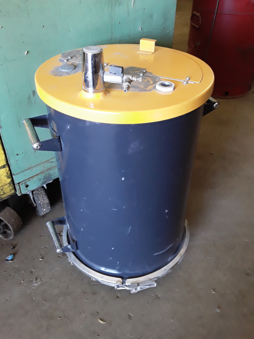 (1) PREOWNED PNEUMATIC 5 GALLON POWDER PAINT POT