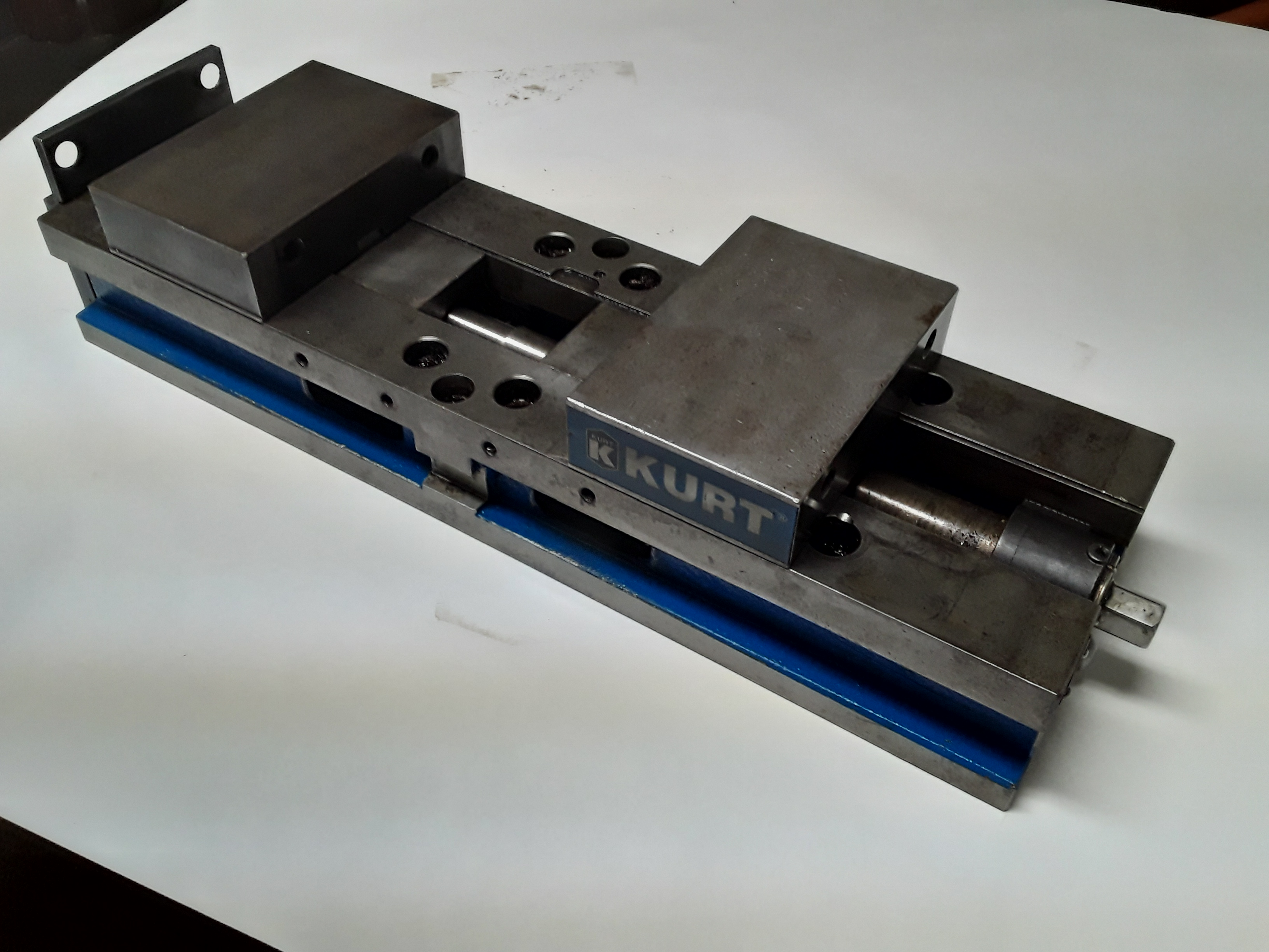 1 - PREOWNED KURT 6 in  MANUAL DOUBLE STATION MACHINE VISE, <br>MODEL HDLM6, S/N 2132