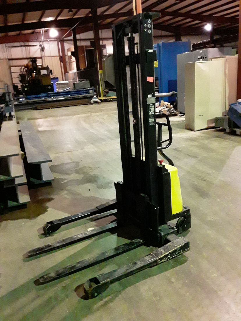 (1) PREOWNED BLUE GIANT SEMI ELECTRIC PALLET STACKER /<br>STRADDLE STACKER, MODEL WPS22-130, S/N 13001