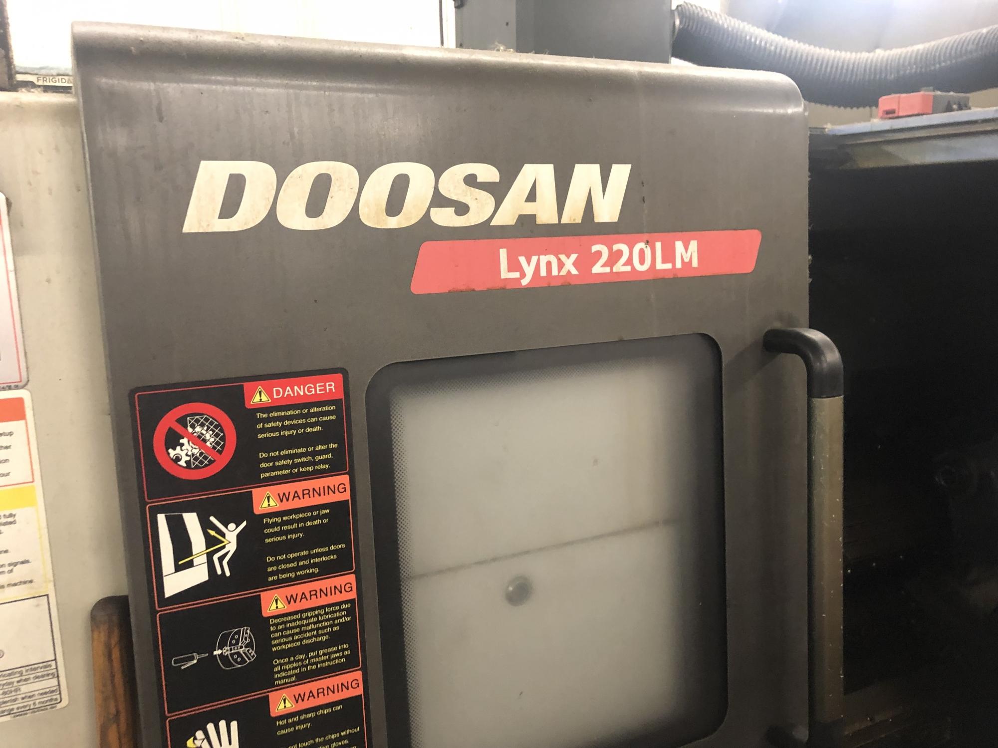 2011 DOOSAN Lynx 220LMA