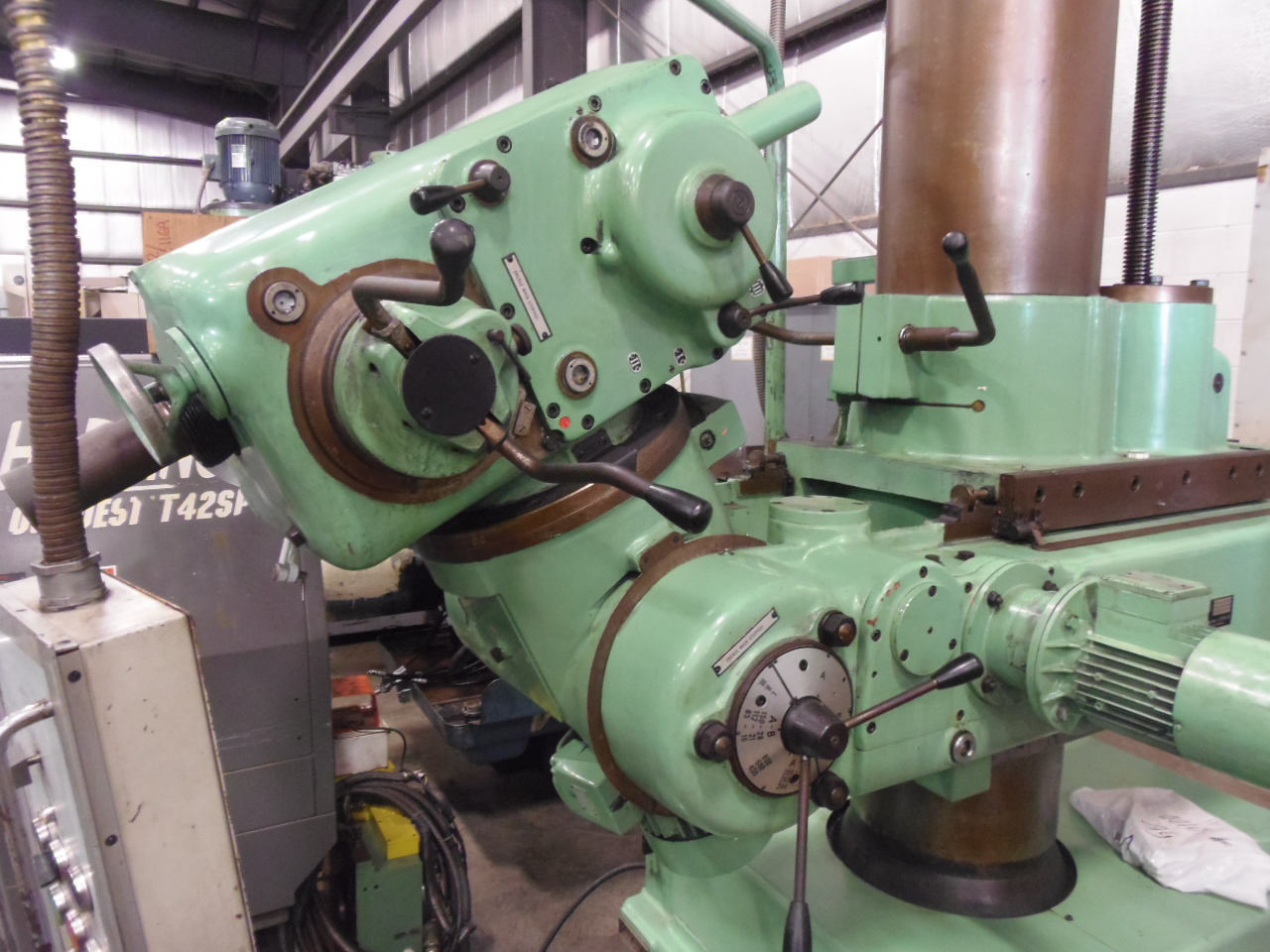 MAS VOM 50 PORTABLE RADIAL DRILLING MACHINE, MORSE 5 TAPER, 16-800 RPM, 360 DEGREE CROSSARM AND 360 DEGREE DRILLING HEAD ROTATION, SWIVEL, 1991
