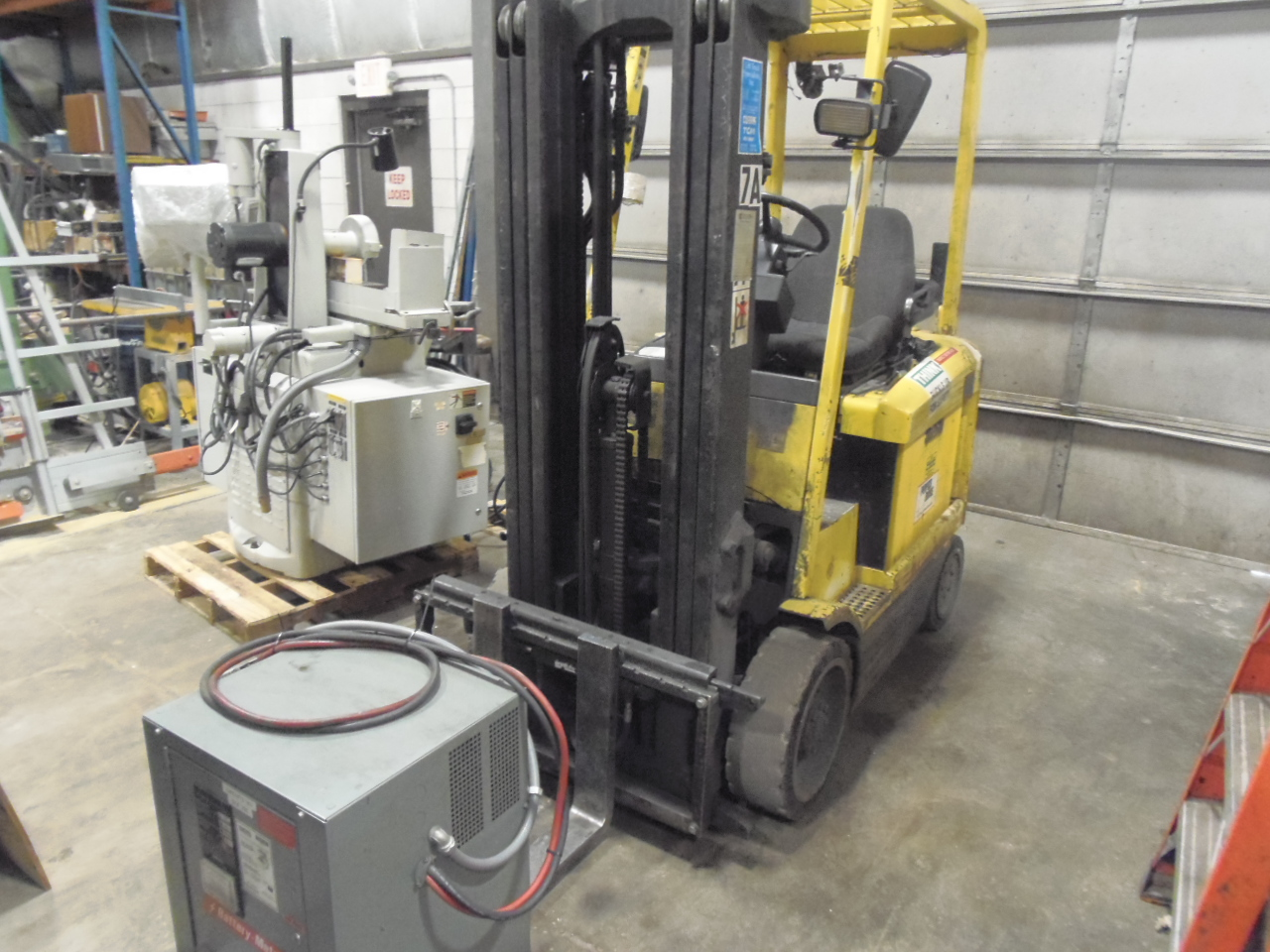 "5,000 LB. HYSTER ELECTRIC FORK LIFT, MODEL E50XH-33, 189"" LIFT HEIGHT, TRIPLE MAST, SOLID TIRES, NO BATTERY, CHARGER, SIDE SHIFT, 1996"
