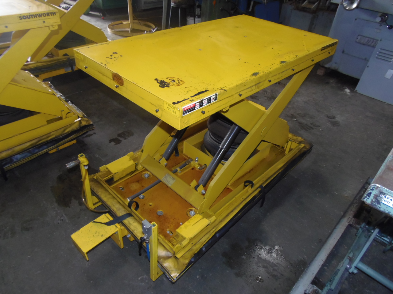 2000 LB. SOUTHWORTH AIR LIFT TABLE, MODEL LSA2-24, PNEUMATIC CROSS TRAVEL, 26 x 48 INCH TABLE, 80 PSI, WHEELS