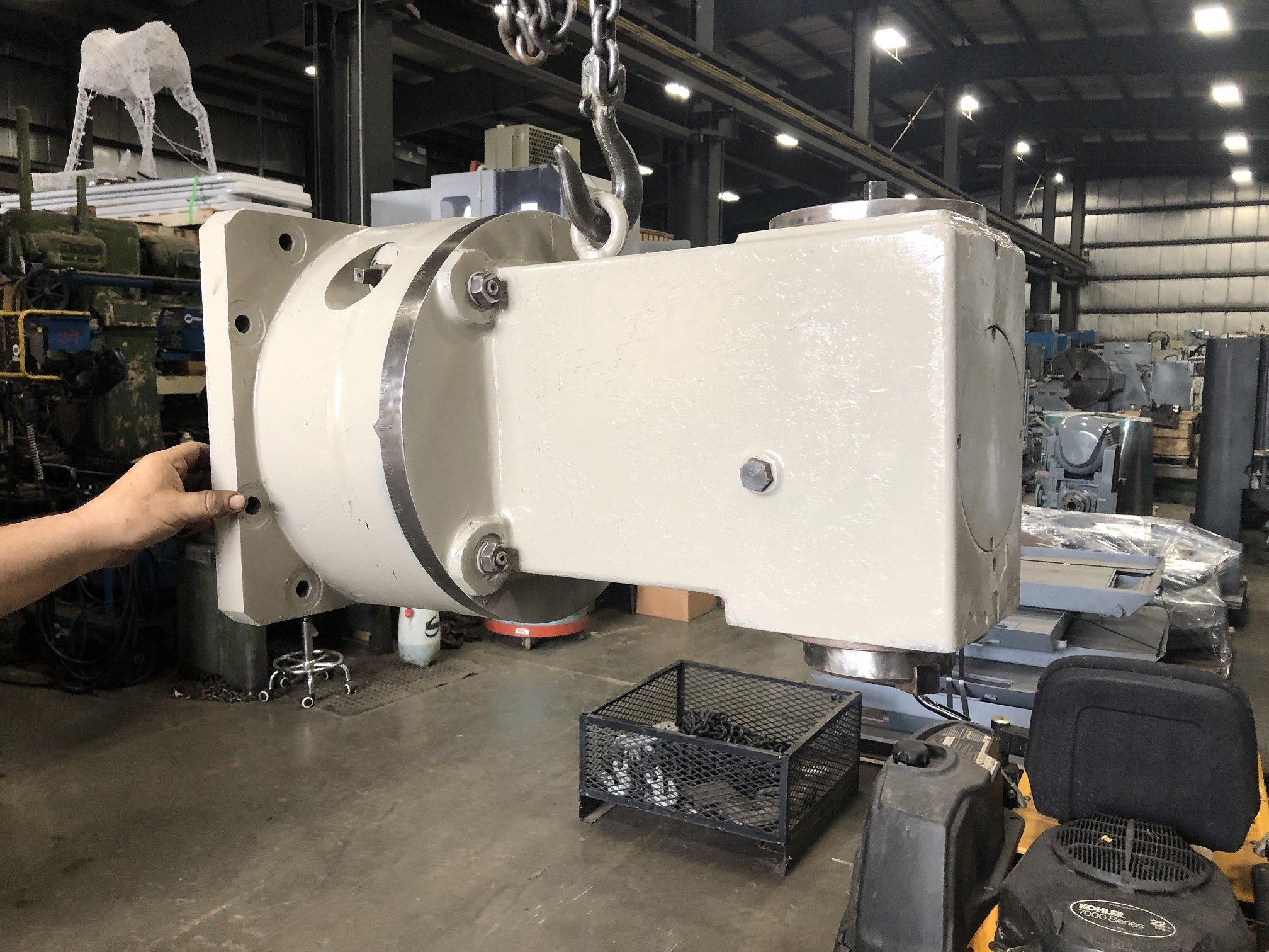 """RIGHT ANGLE HEAD USED ON A TOS 100, 50 TAPER, 23 3/8"""" REACH, SWIVELING"""