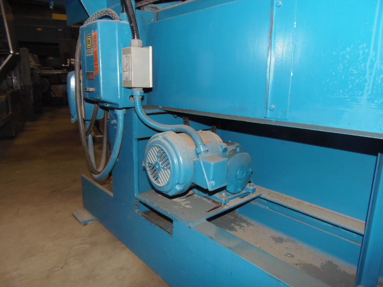 "BELT GRINDER, 3"" BELT WIDTH, 132"" LENGTH, 3650 FPM, 7.5 HP DIRECT DRIVE MOTOR, BELT TENSION, POWER VERTICAL ADJUSTMENT"