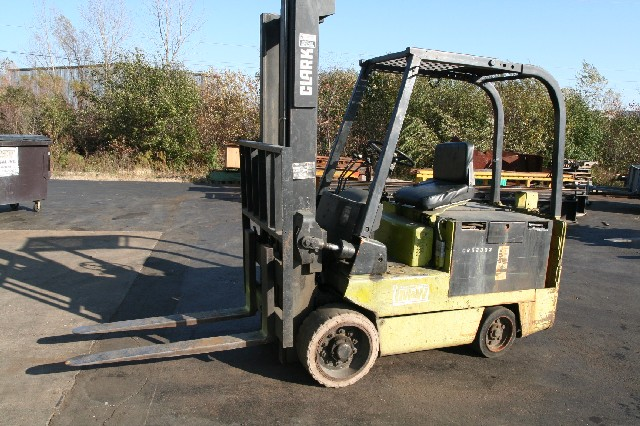 8,000 LB. CLARK, 48&quot FORK LGTH, 124&quot LIFT HEIGHT, ROLL CAGE, ELECTRIC, HARD TIRES