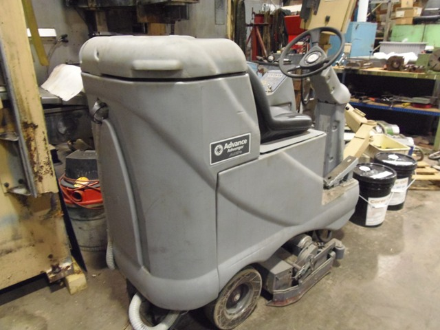 "ADVANCE ADVENGER 2810 AXP RIDE AROUND FLOOR SCRUBBER, 28"" WIDTH, 30 GAL TANK, BATTERY OPERATED, BATTERY CHARGER"