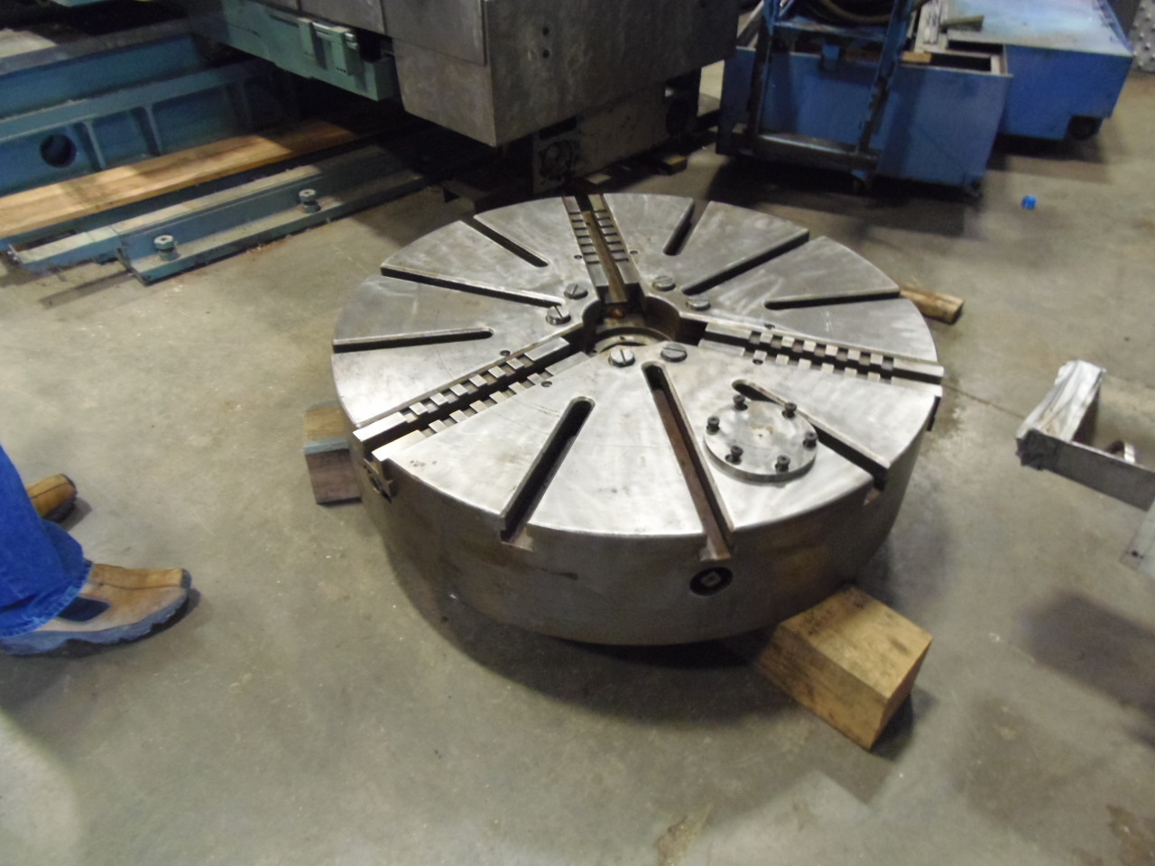 "42"" 3 JAW VTL CHUCK, STEEL, MANUAL, 5"" HOLE, 9.5"" DEPTH, 2"" ADJ PER JAW,"