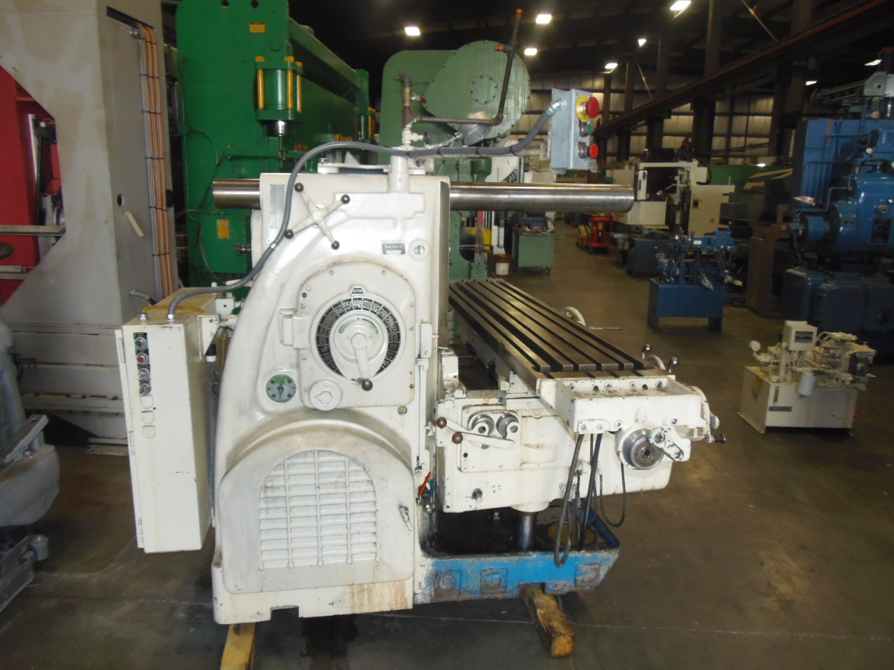 K & T HORIZONTAL MILL, MODEL 420-TF16, 16 X 80 TABLE, 20 HP, 1970