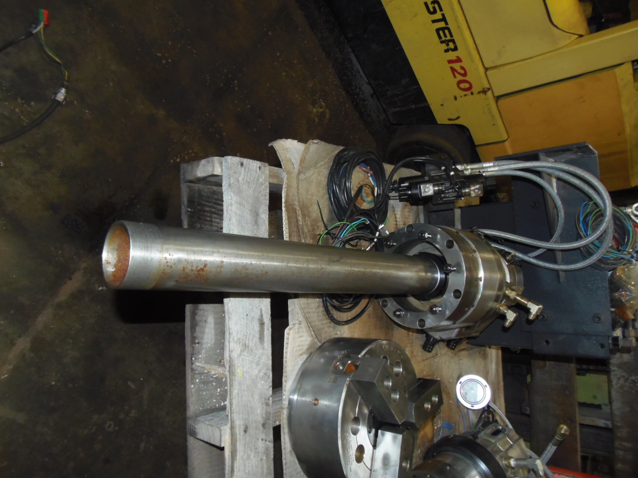 "10"" UNUSED SEOAM 3-JAW HYDRAULIC CHUCK, MODEL CAH-10, YAH-10WA HYDRAULIC ROTARY CYLINDER."
