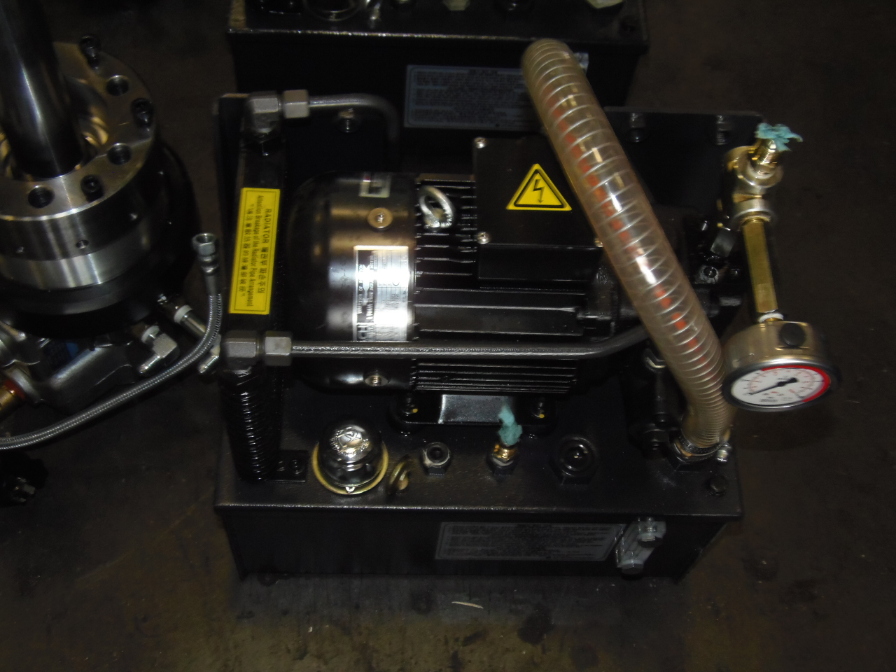 6.5 INCH UNUSED SAMCHULLY HS-06V1 3-JAW HYDRAULIC POWER CHUCK WITH SYH 1246CC-K HYDRAULIC CYLINDER