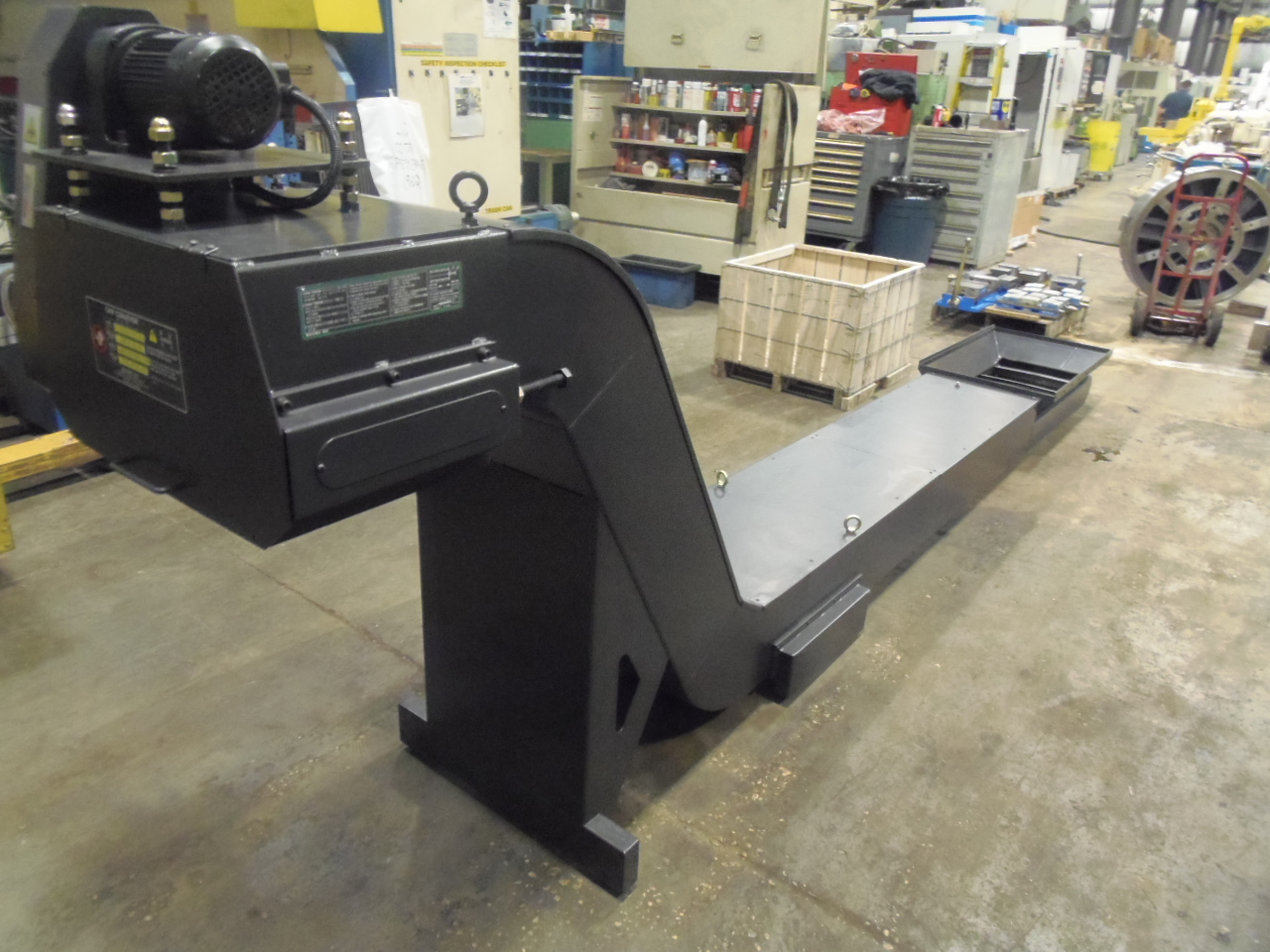 "26"" x 180"" UNUSED HYUNDAI CHIP CONVEYOR, OFF A LV1100R VTL, 41"" x 24"" COLLECTION AREA, 39"" DISCHARGE HEIGHT"
