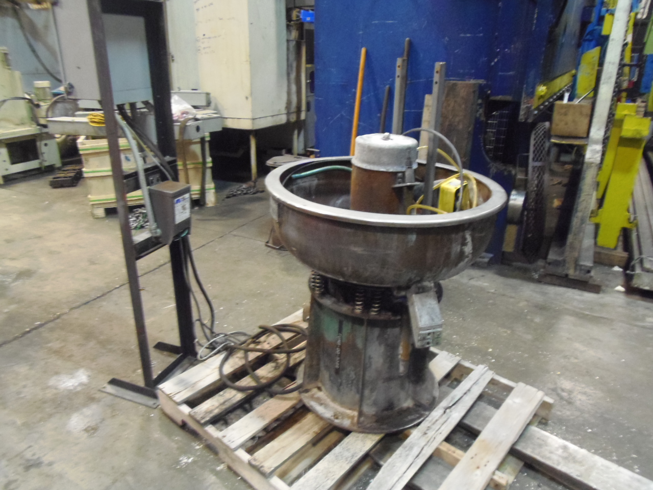 "3 CU FT. SWECO VIBRO ENERGY FINISHING MILL, VIBRATORY DEBURRING BOWL, APPROX 30"" DIAMETER x 10"" DEEP"