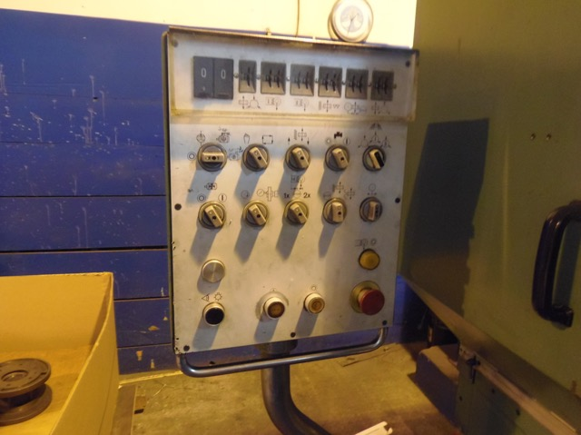 REISHAUER AZO GEAR GRINDER, COMPLETE WITH CHANGE GEARS, CHILLER, 1980