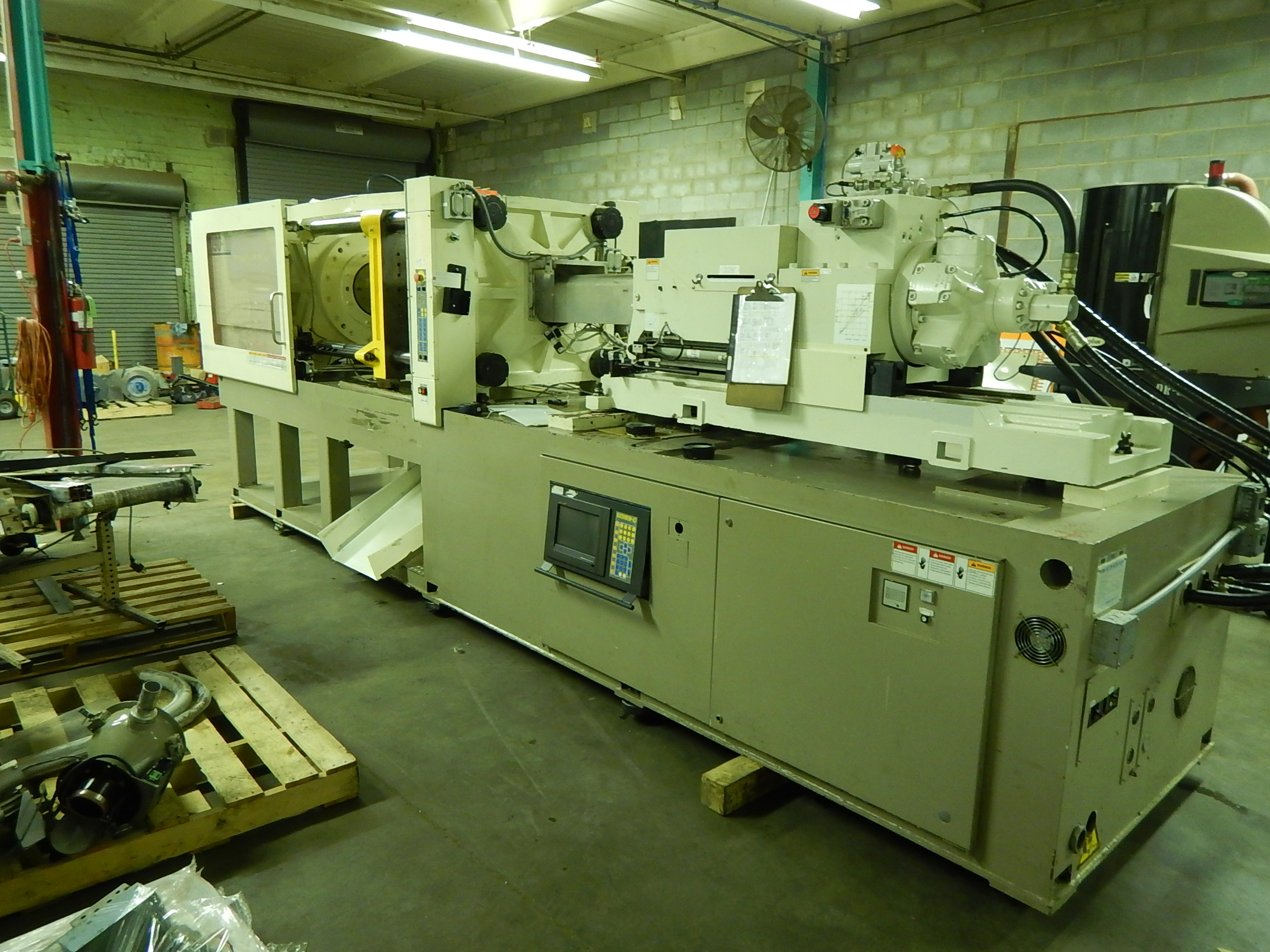 Shinwa-Sekei DM190 Used Injection Molding Machine, 190 ton, Yr. 1999, 10.1 oz.