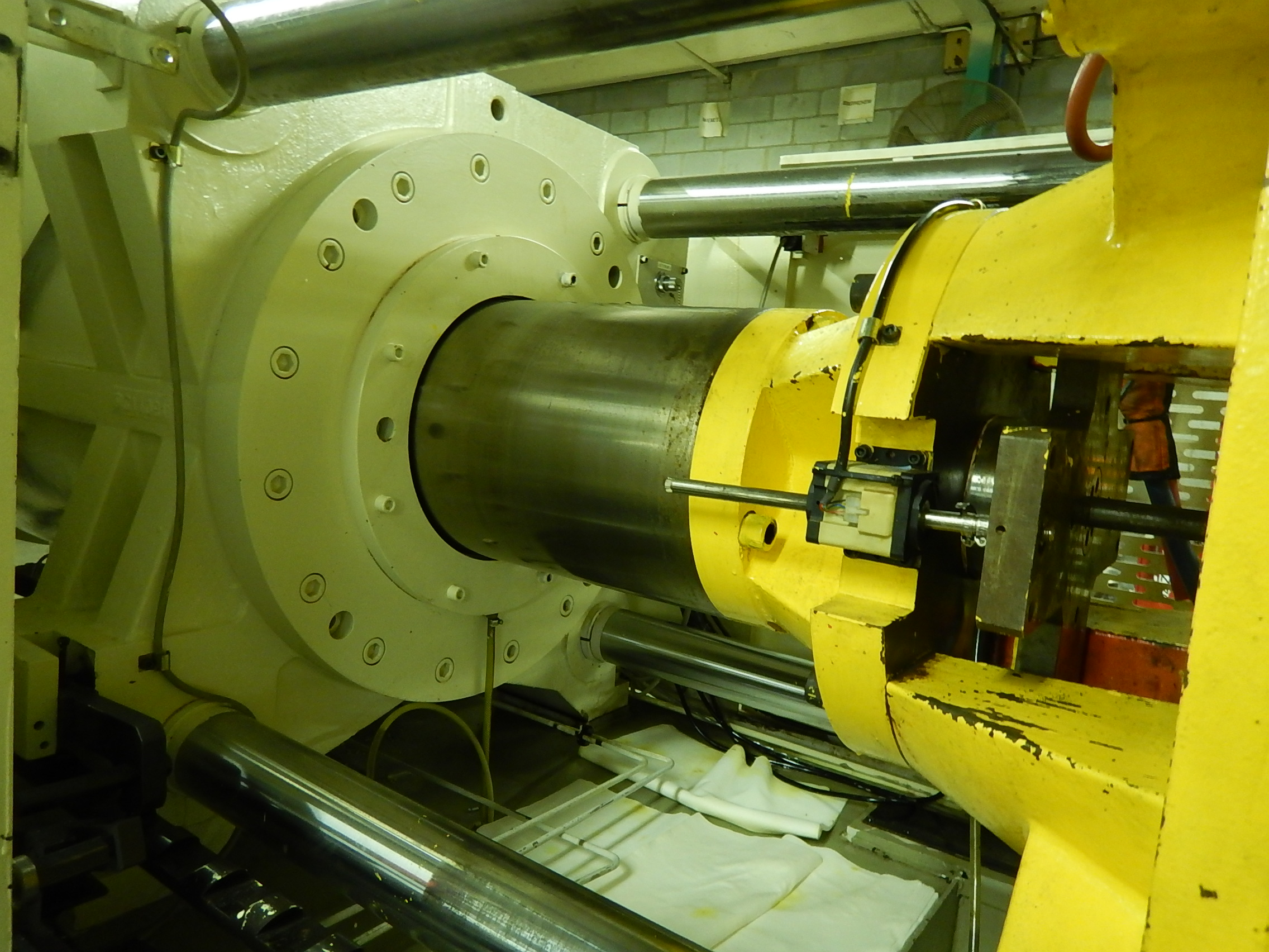 Shinwa-Sekei DM190 Used Injection Molding Machine, 190 ton, Yr. 1999, 10.1 oz.