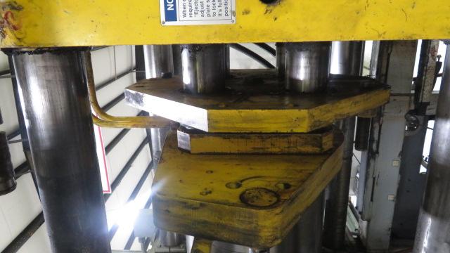 Van Dorn Used 400 HP 20 Injection Molding Machine, 400 US ton, Yr. 1997, 20 oz.
