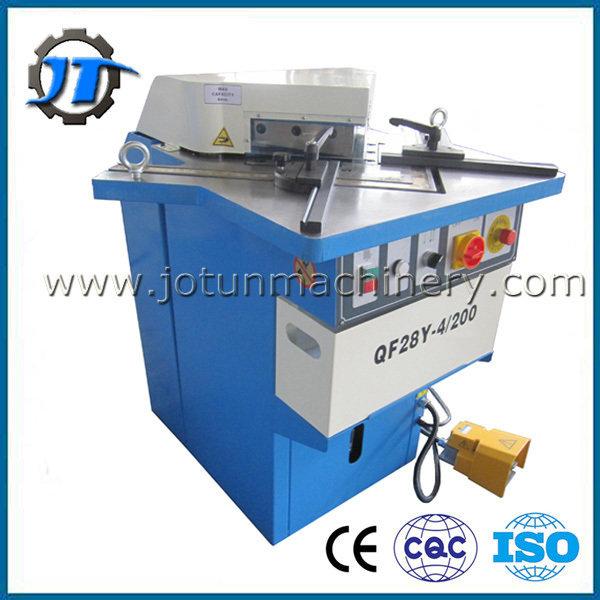 Metal notching machine