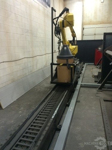 Fanuc am 710ic 20l robot arm on track ii