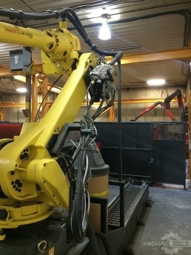 Fanuc am 710ic 20l robot arm on track