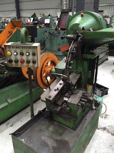 B513001_ding_tai_m5x50_headless_thread_rolling_machine_8