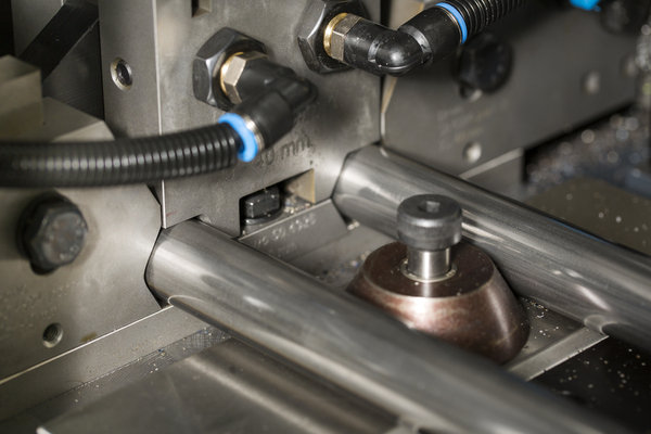 Unique_six-point_clamping_sysem_of_the_dch-76_sapphire_automatic_cutting_machine
