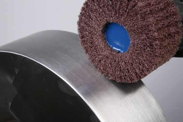 M14-thread-fmtm-tex-flap-wheel-brush-finimaster-pro-in-use