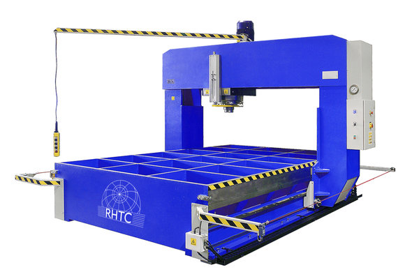 Hydraulic press movable frame
