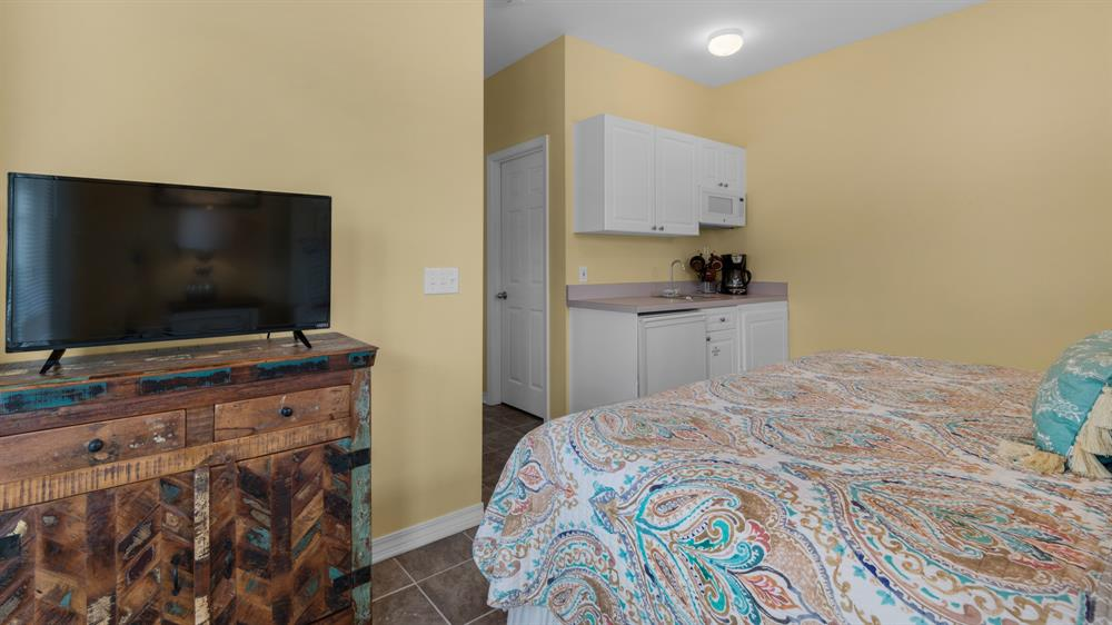 Kitchenette & flat screen TV