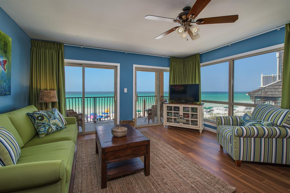 Great Reviews~West End w/Tons of Windows~Free Beach Service
