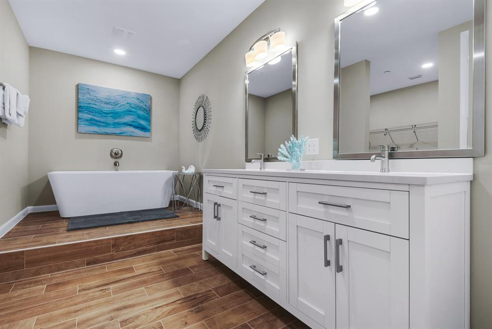 large tub and double sinks