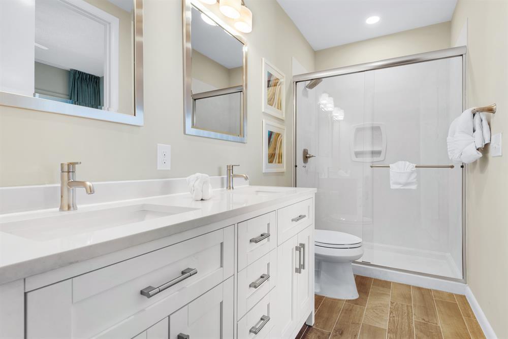 double sinks, walk in shower